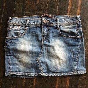 Zara medium wash denim skirt